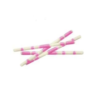 Bâtonnets de chocolat blanc marbré rose