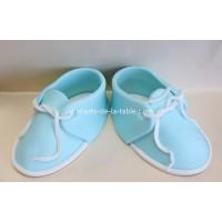 Bottines bleues de bébé en fondant