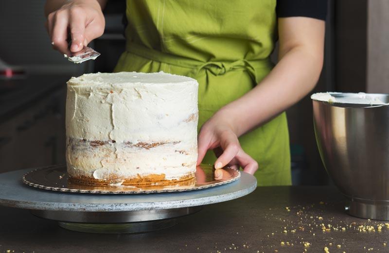 Quel glaçage utilisé pour couvrir un gâteau.