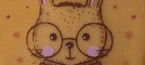 Plaque Oeuf Arthur et Sacha en chocolat blanc caramel